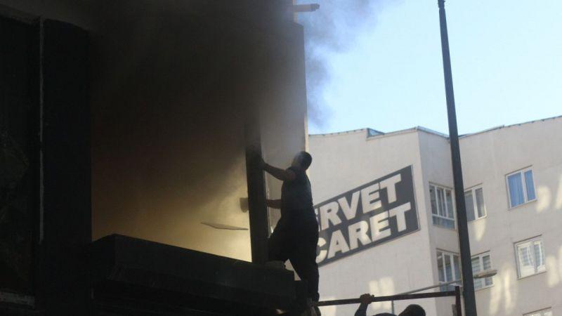 Van'da iş yeri yangını: 2'si çocuk 3 kişi yaralandı
