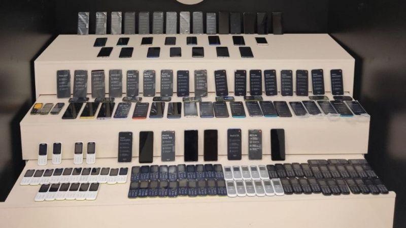 Van'da yüzlerce cep telefonu ele geçirildi