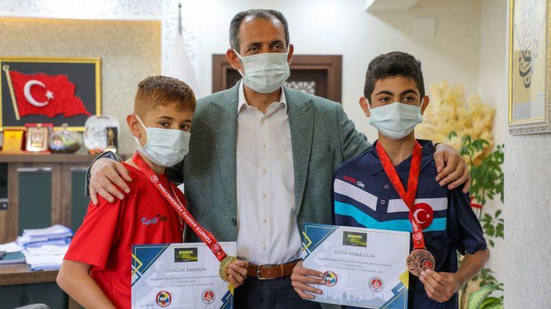 Gürpınar Belediye Başkanı Tanış, şampiyon karatecileri kabul etti