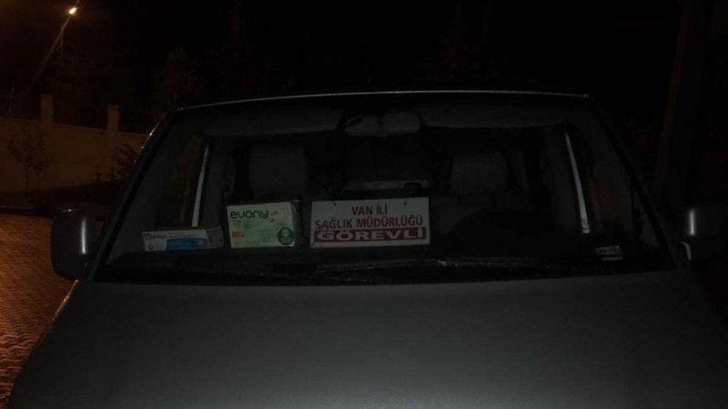 Van'da resmî araçla göçmen kaçakçılığı!