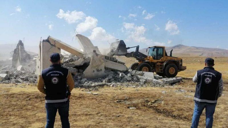 Van'da 5 şok ev yıkıldı