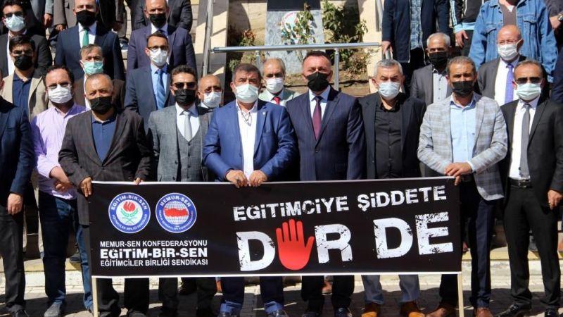 Sivas'ta darp edilen okul müdürüne meslektaşları destek çıktı