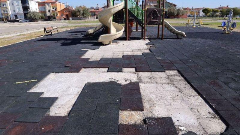 Aksaray'da çocukların oyun parkını ateşe verdiler!