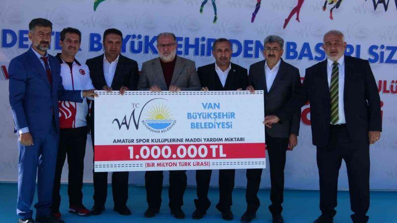 Van'da 100 amatör kulübe 1 milyon TL'lik destek!