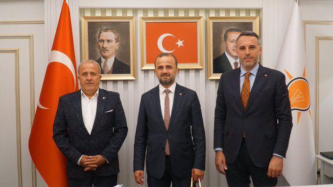Ak Parti Geyve'de Özdemir ile yola devam kararı aldı..