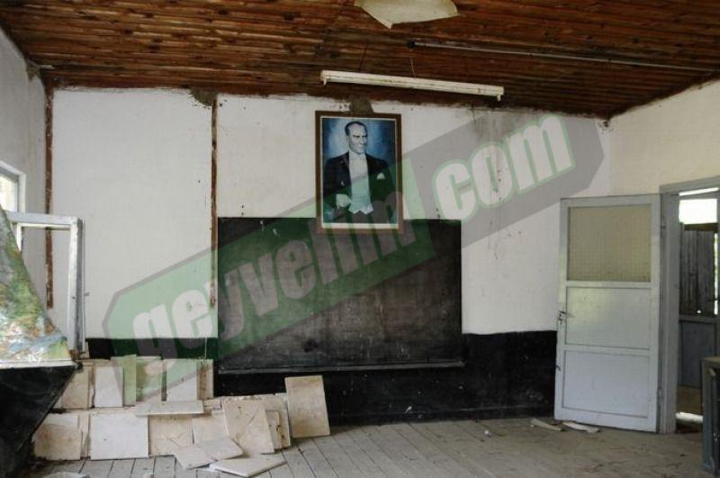 Geyve'de eski okulların hali yürekler acısı..!