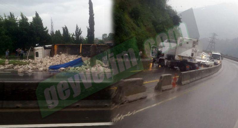 Yağmurun etkisi ile Geyve Adapazarı kara yolunda 2 kaza birden meydana geldi!