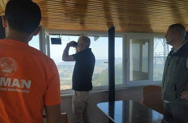 Geyve'de yangın gözetleme kulelerini denetleyip 'dikkatli olun' talimatı verdi