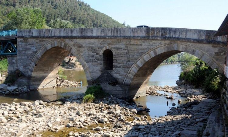 Sakarya Nehrindeki su seviyesinin düşük olması endişelendiriyor..!.