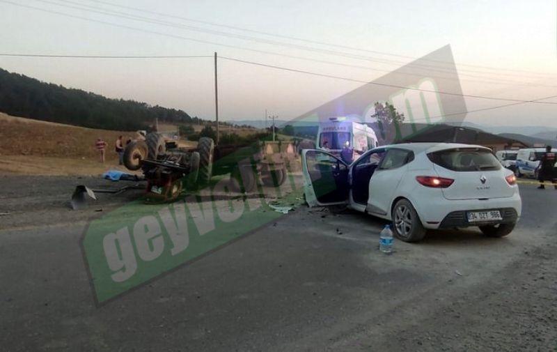 Geyve Doğancıl yolunda traktörle otomobil çarpıştı! 1 ölü 2 yaralı..