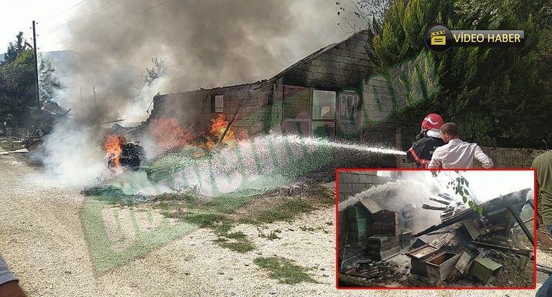 Pamukova'da depoda büyük yangın! Depo ve arı kovanları kül oldu