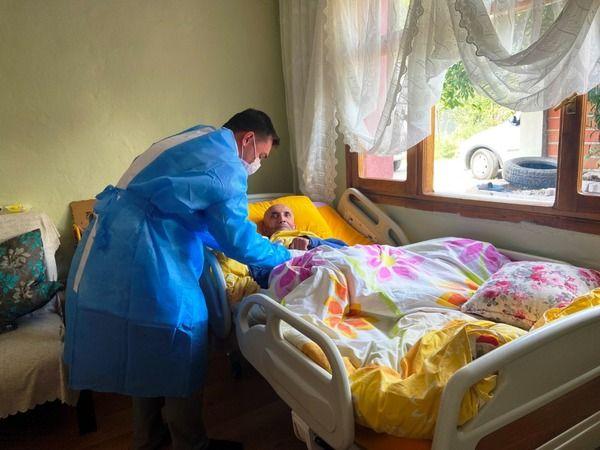 Geyve Belediyesinden yatağa bağlı hastalara evde bakım hizmeti