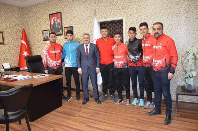 Başarılı Atletlerden Gençlik ve Spor İl Müdürü'ne Ziyaret