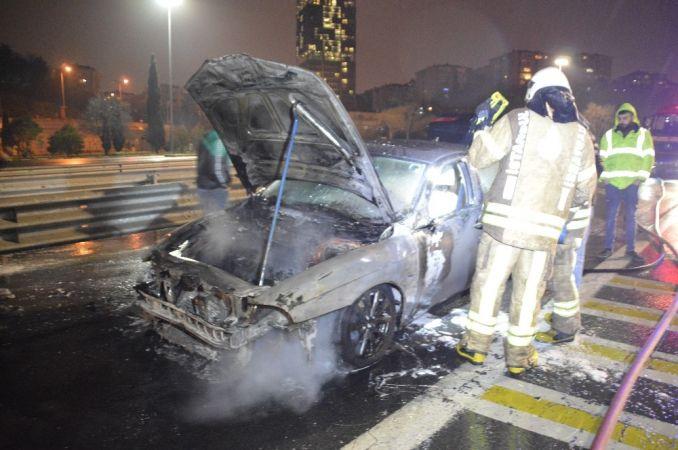 FSM Köprüsü girişinde otomobil alev alev yandı