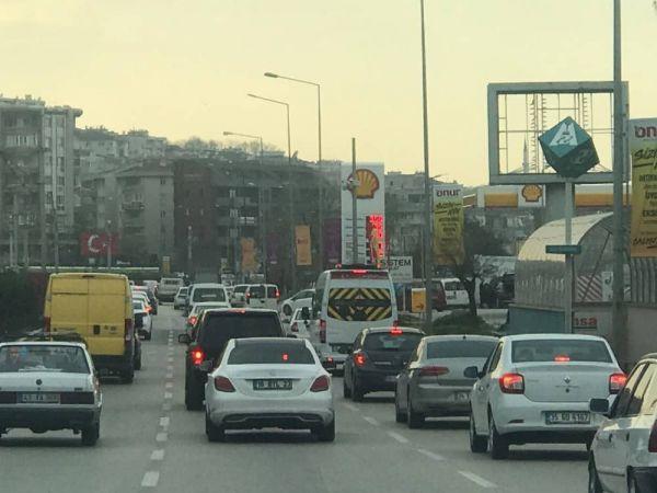 Güneşi Gören Bursalılar Araçlarıyla Sokaklara Döküldü
