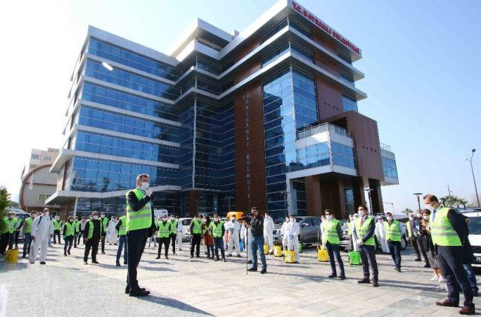 Bayraklı'da Dev Korona Virüsü Ekibi Sahada Gece Gündüz Çalışıyor