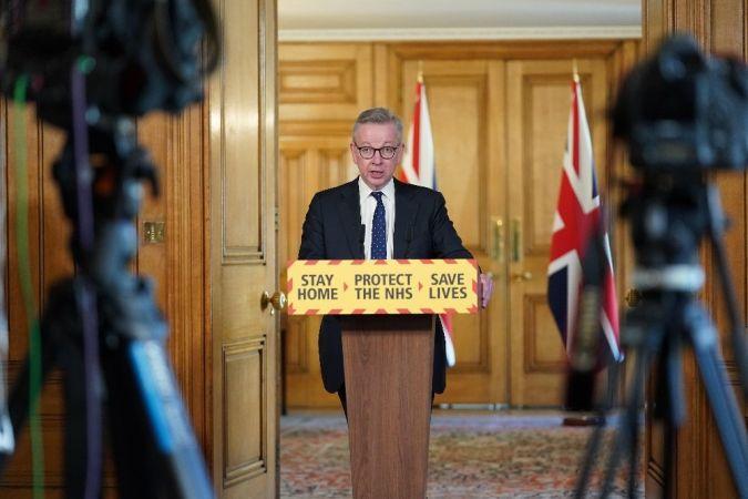 İngiltere'de salgına karşı yeni bir önlemin hayata geçirilmesi planlanıyor