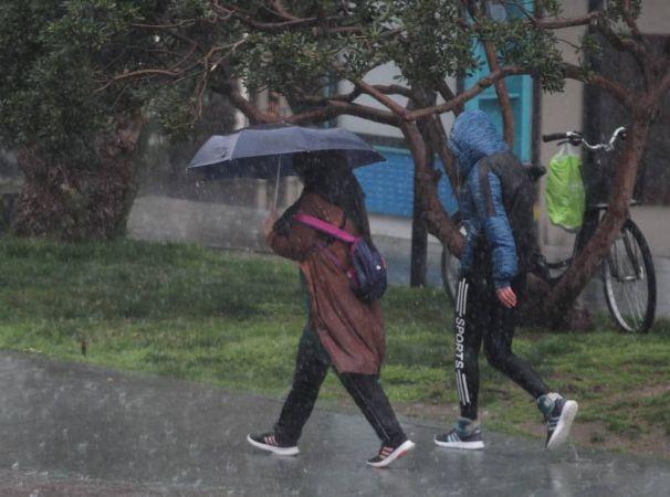 İstanbullular güne yine yağış ile uyandı
