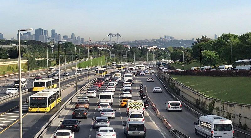 İstanbul'da trafik yoğunluğu artmaya başladı