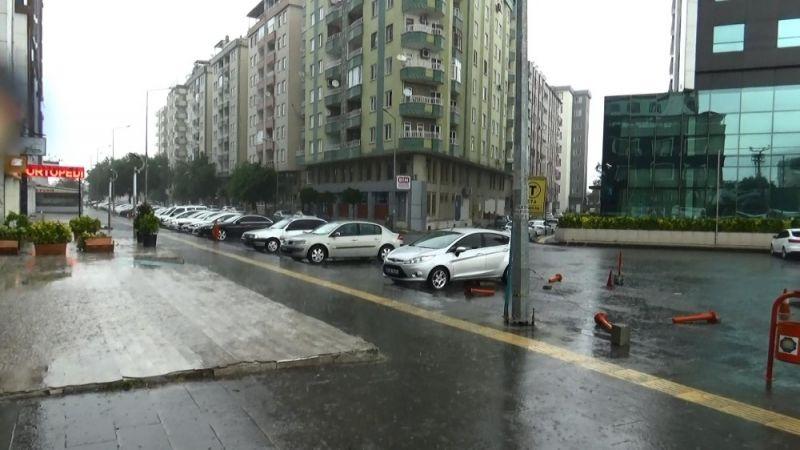 Diyarbakır'da sağanak yağış