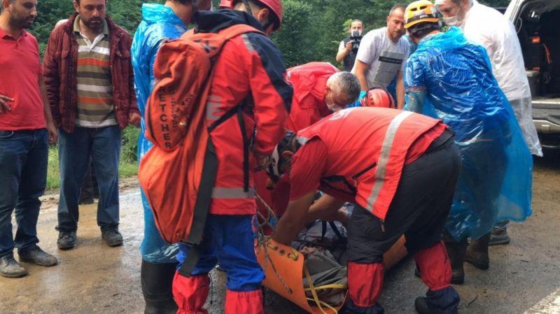 Sürme ve Yomra'da mahsur kalan 24 kişi kurtarıldı