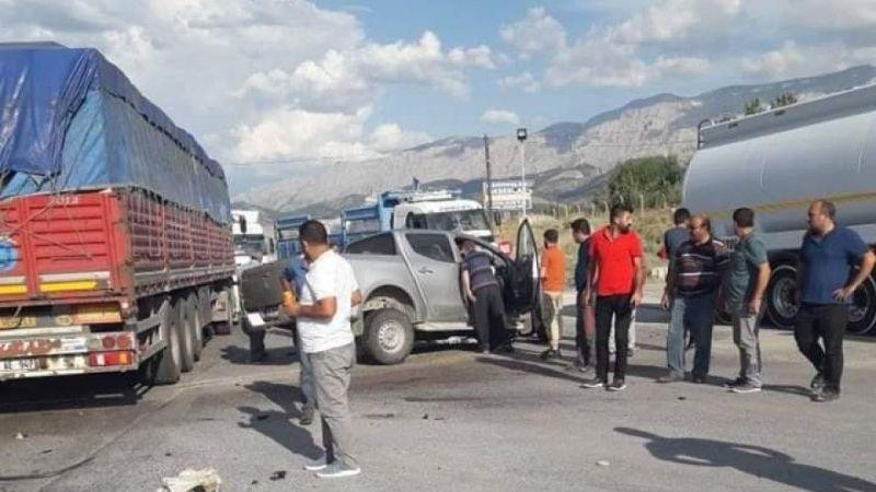 Tır ile kamyonet çarpıştı 1 kişi hayatını kaybetti