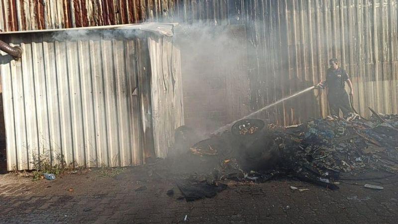 Çöp evde çıkan ve iş yerine sıçrayan yangın söndürüldü