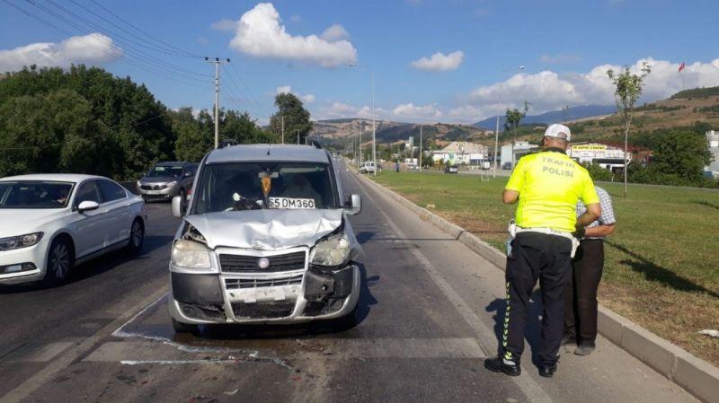 Samsun'da kamyonet otomobile çarptı: 2 yaralı