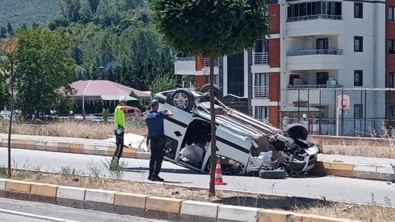 Tokat'ta hafif ticari araç devrildi: 2 yaralı