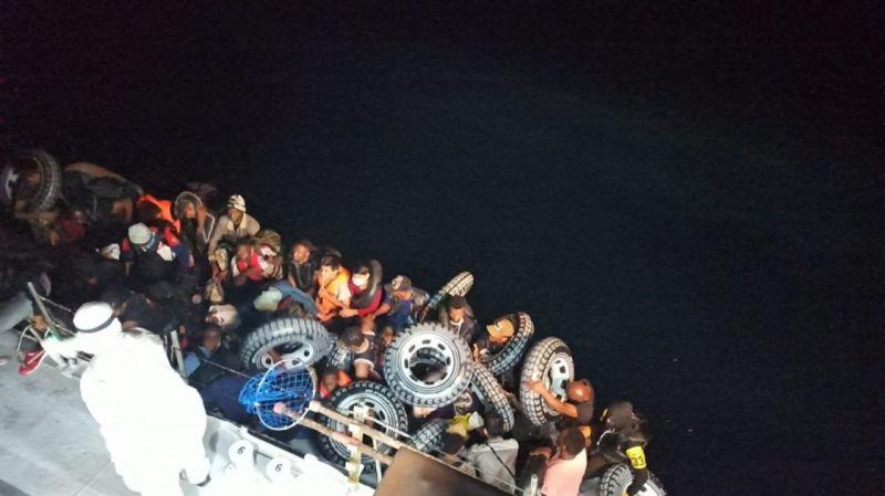 Çanakkale'de ölüme terk edilen 37 göçmen kurtarıldı