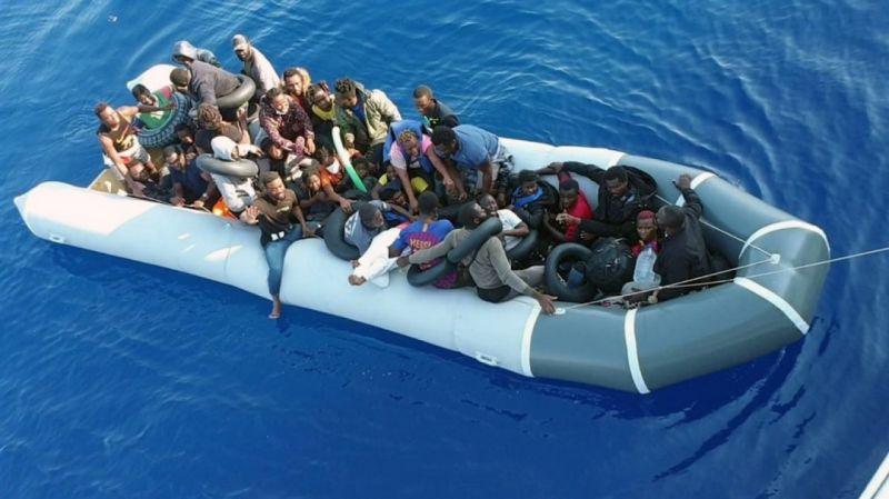 Muğla'da Türk karasularına itilen 37 göçmen kurtarıldı