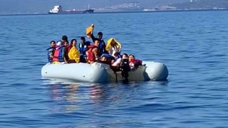 Ayvalık açıklarında Türk karasularına itilen göçmenler kurtarıldı