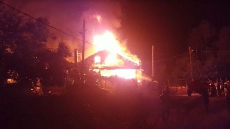 Amasya'da yangında 3 ev küle döndü