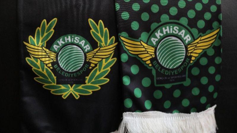 Akhisarspor 2 futbolcusu ile vedalaştı