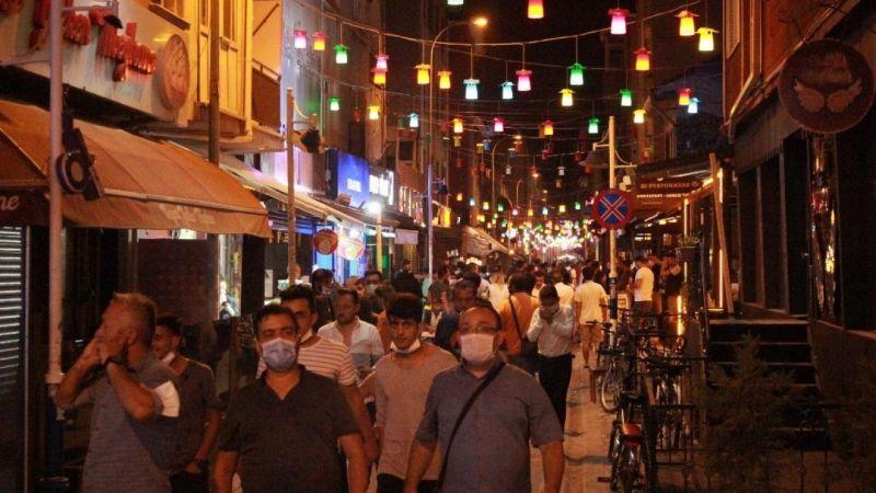 Eskişehir'de tedbirsiz kalabalıklar endişe uyandırıyor