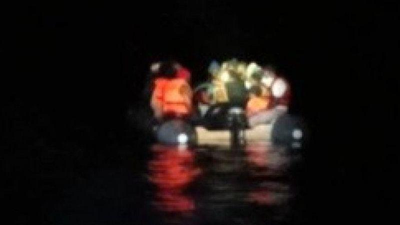 Ölüme terk edilen 32 göçmen kurtarıldı