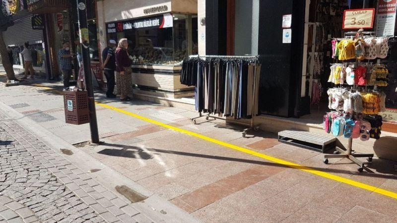 Kaldırım işgaline karşı sarı çizgi