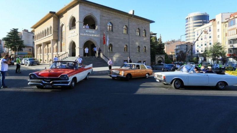 Turizm Filmleri Festivali'nde klasik araçlar korteji rüzgarı