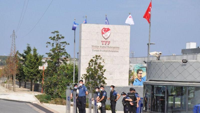 Amatör futbolcular TFF binası önünde eylem yaptı