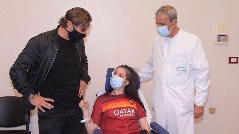 Komadaki genç sporcu Totti'nin sesiyle gözlerini açtı