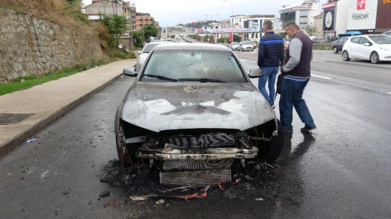 Audi marka araç alev alev yandı