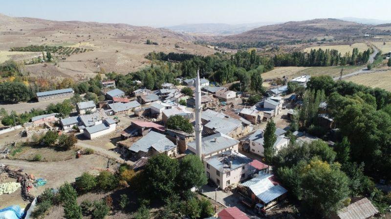 Dillerden düşmeyen uzaktaki köy bu köy işte...