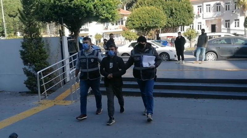 Aracın ses sistemini söküp kamyonete yükleyip götürdüler akrabaları muhabire sözlü saldırıda bulundu