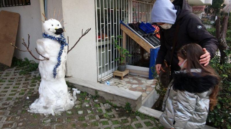 Kartal'da kardan adamı çalınan küçük kıza sürpriz yapıldı
