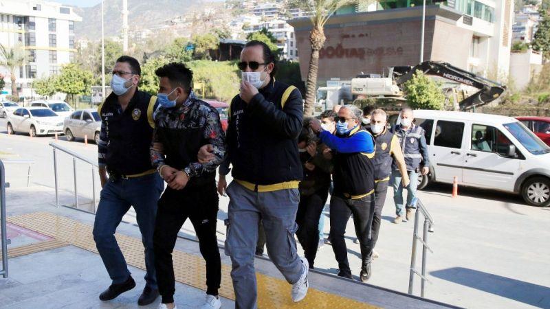 Yabancı kadınları para karşılığı fuhşa zorladığı iddia edilen 5 kişi tutuklandı | Son Dakika Haber