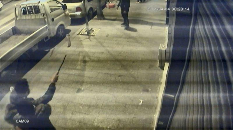 İstanbul Kağıthane'de dehşet anları: Döner bıçağıyla saldıran genci tabancayla vurdu
