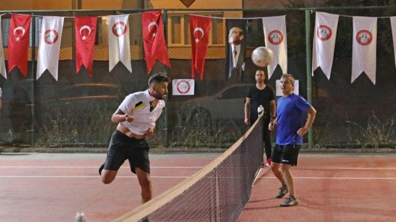 Ayak tenisi turnuvasında ödüller sahiplerini buldu   Son Dakika