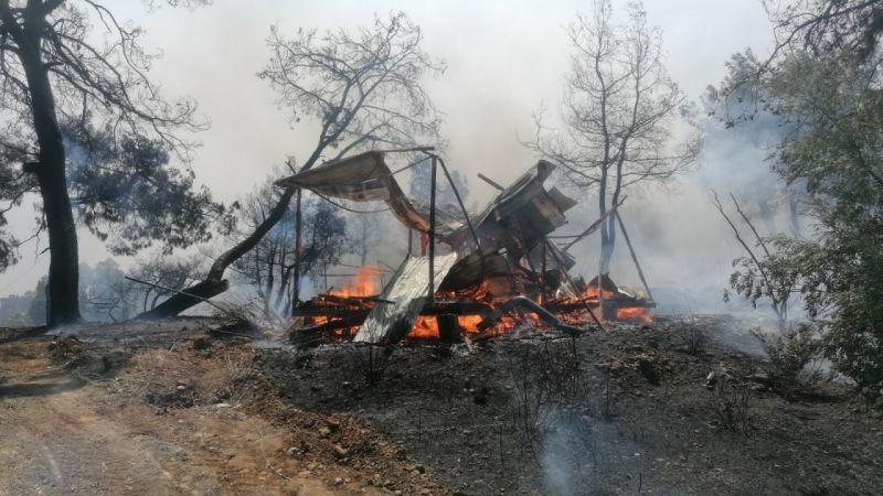 Manavgat'ta hızla büyüyen yangın yerleşim alanlarına indi  Son Dakika