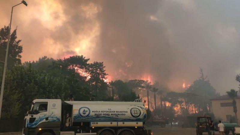Marmaris'te ilk belirlemelere göre 1 fabrika, 27 ev ve 1 araç yandı | Son Dakika