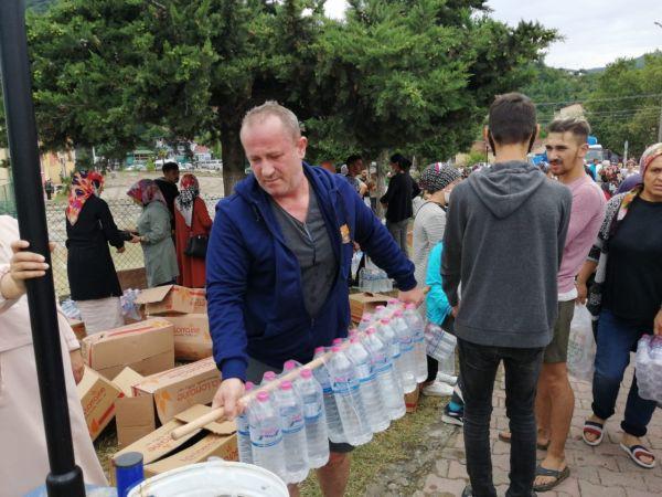 Ayancık'ta vatandaşlara erzak yardımı   Son Dakika